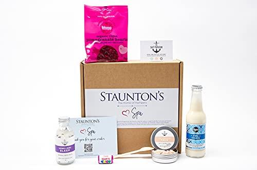 Staunton's The Home of Hampers Love SPA Basket Box - Beauty Gifts Sets für Frauen mit Pina Colada Cocktail - Inklusive Badesalz, Fruchtgummi, Mini Love Hearts Rolls