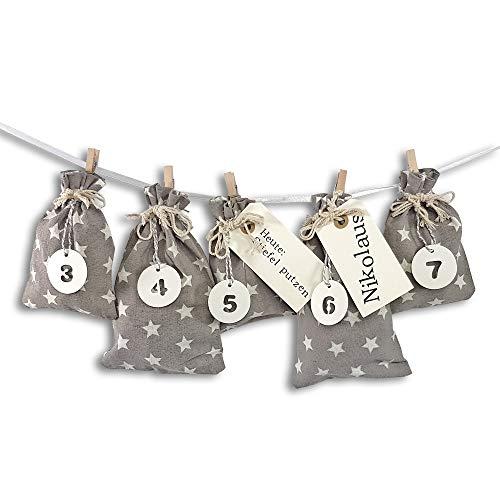 Frau WUNDERVoll® DIY Adventskalender zum Befüllen Schneeflöckchen Baumwollbeutel grau, weiße Sterne, Ziffern weiß/Weihnachtskalender,Beutel,Sack,Säckchen,Stoffbeutel,Baumwolle,Geschenkbeutel,Bastelset